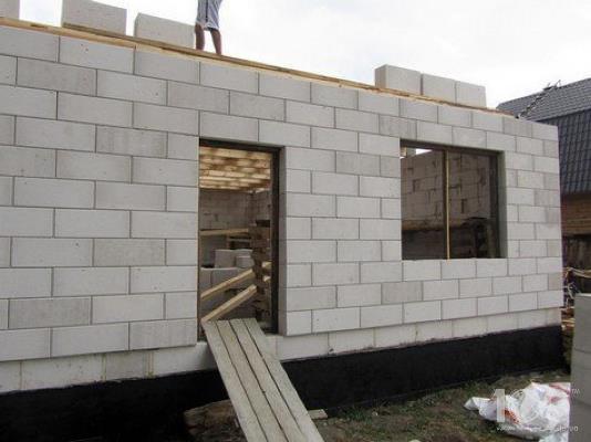 Керамическая стена