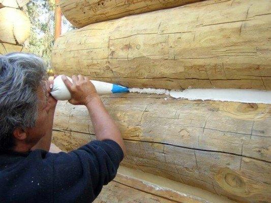 Утепление деревянного дома пеной